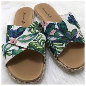 American Eagle   Floral Slide Sandals
